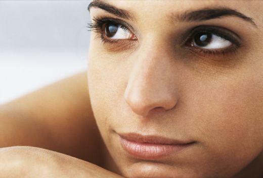 Синяки под глазами — лечим в  салоне красоты