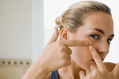 Чистка лица — зачем, кому и как?