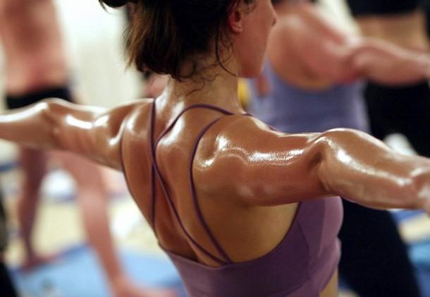 Горячая йога — для горячих девчонок!